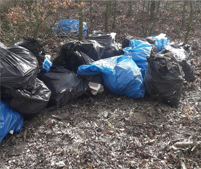 śmieci w parku narodowym