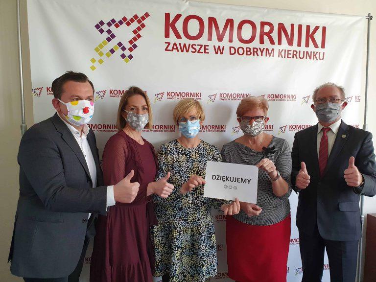 władze gminy Komorniki w maseczkach
