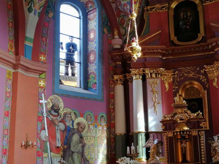 remont kościoła w komornikach