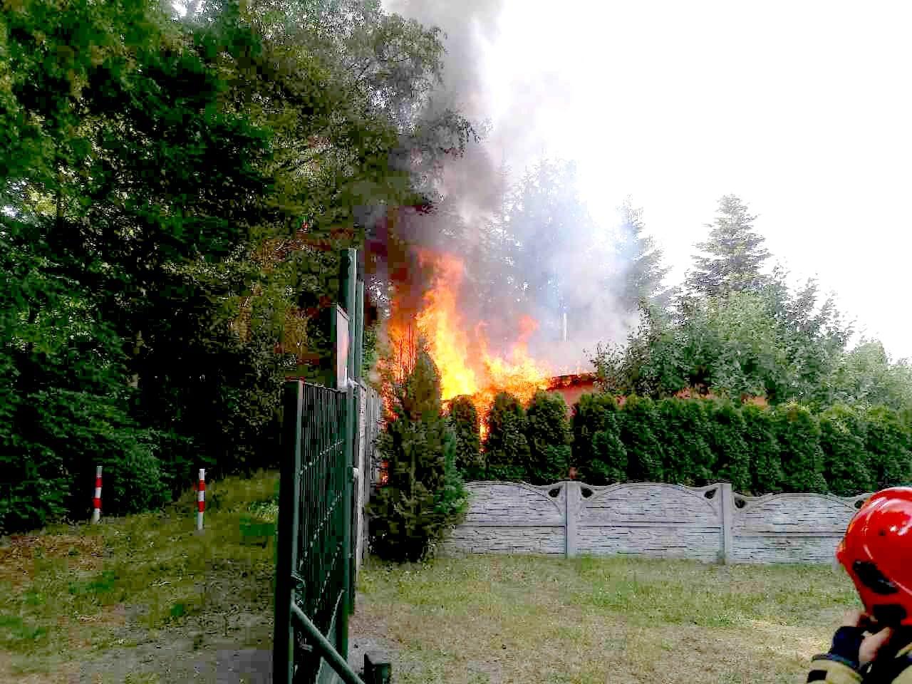 Pożar na działkach w Komornikach